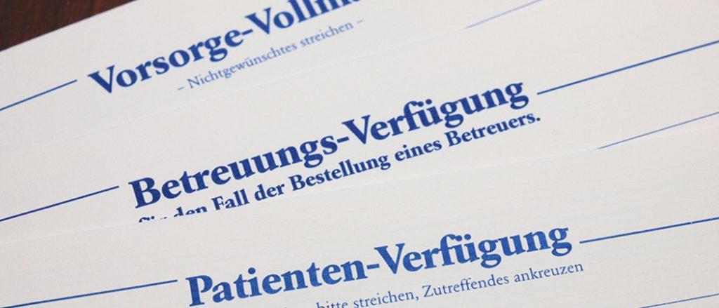 Abbildung von Briefköpfen mit verschiedenen Titeln (Vorsorge-Vollmacht, Betreuung-Verfügung, Patienten-Verfügung)